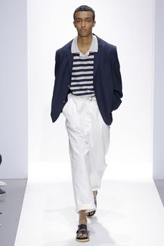 See all the Collection photos from Margaret Howell Spring/Summer 2018 Ready-To-Wear now on British Vogue Casual Wear For Men, Casual Winter Outfits, Winter Fashion Outfits, Margaret Howell, Mens Fashion Suits, Fashion Show Collection, Urban Fashion, Men's Fashion, High Fashion