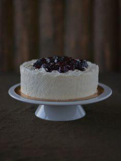 Vanilla-yogurt mousse cake with blackberries