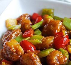 Chinese food recipe - sweet and sour pork. This recipe combines the most important facts of Chinese cuisine: colors, savory smells, and profound tastes. Enjoy the sweet and sour pork recipe! Ingredients: 200 g pork loin (sliced) 1 tbsp rice wine 1 tsp se Sweet Sour Pork Recipe, Sweet N Sour Chicken, Sweet And Sour Pork Chops, Orange Chicken, Recipe Chicken, Sweet Ans Sour Sauce, Hong Kong Chicken Recipe, Sweet And Sour Recipes, Chicken Recipes