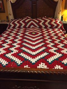 Diy Crafts - Crochet bedspread with red heart yarns Crochet Bedspread Pattern, Crochet Beanie Pattern, Afghan Crochet Patterns, Crochet Shawl Free, Crochet Baby, Diy Crafts Crochet, Crochet Projects, Best Baby Items, Popular Crochet