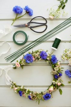 tips are available on our web pages. Take a look and you wont be sorry you … tips are available on our web pages. Take a look and you wont be sorry you did. Diy Arts And Crafts, Cute Crafts, Diy Crafts, Diy Flower Crown, Floral Crown, Flower Garlands, Diy Flowers, Flower Decorations, Couronne Diy