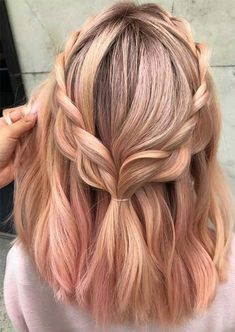 30 Easy New Medium Hair Styles Let us guide you in the world of medium hair styles. We have a collection of the trendiest hairstyles for ladies with shoulder length hair. hair 30 Easy New Medium Hair Styles Spring Hairstyles, Trendy Hairstyles, Gorgeous Hairstyles, Hairstyles 2018, Wedding Hairstyles, Hairstyles Tumblr, Simple Hairstyles For Medium Hair, Female Hairstyles, Teenage Hairstyles