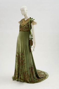 Theatre costume, Tosca, 1923.  Lotte Lehmann as Tosca and Jan Kiepura as her lover Cavaradossi were considered to be the dream couple of opera in the 1920s. This robe of extraordinary quality dating from 1923 is in a remarkably good condition, even though Lotte Lehmann wore it on many tours. Richly embroidered with coral pearls and in delicate colors, it is timelessly elegant.