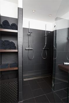 ideas for bath room brown modern interior design Bad Inspiration, Bathroom Inspiration, Bathroom Design Luxury, Bath Design, Bad Styling, Double Shower, Downstairs Bathroom, Shower Remodel, Bathroom Styling