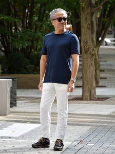 ブルーとホワイトの組み合わせは一見簡単そうに思えるのですが、なかなか綺麗に決まらないスタイルでございます。その一因としてはブルー パンツは合わせにくい色なので(ジーンズは除く)、パンツはホワイトしか選択肢が無いことにもあります。