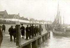 Eerste Wereldoorlog. Nederland, 1915. Belgische geïnterneerde militairen / krijgsgevangenen op Urk.