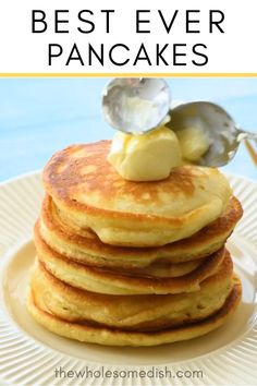 The Best Pancake Recipe – This tasty pancake recipe is easy and has a secret ingredient that gives them the perfect fluffy pancake consistency. pfannkuchen for kids recipe einfach für kinder von Grund auf und pyjamaparty Pancakes Nutella, Low Carb Pancakes, Tasty Pancakes, Oatmeal Pancakes, Healthy Banana Pancakes, Skinny Pancakes, Buttermilk Pancakes Easy, Banana Egg Pancakes, Cake Mix Pancakes