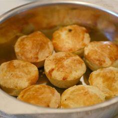 Massa Patty - food and recipes - Salgadas Appetizer Recipes, Snack Recipes, Dinner Recipes, Brazillian Food, Brazilian Dishes, Brazilian Recipes, Portuguese Recipes, Latin Food, Appetisers