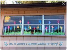 Bild: Fenster Dekoration Deko Frühling Klassenzimmer, Blumenwiese, Blumen, Wiese mit Händen, Hand Handabdruck alsBlume, Gras ist ebenso aus Handabdrücken gemacht