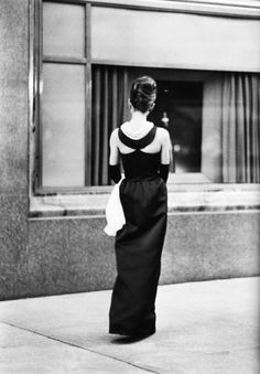 Holly Golightly outside of Tiffany & Co.