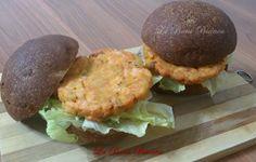 Gli hamburger di salmone sono un secondo piatto semplice da preparare e molto sfizioso. Un'ottima alternativa ad un secondo piatto di carne.