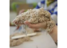 Kinetic Sand 1 kg Natural. Easy to shape sand that moulds into simple desktop designs.