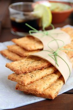Barritas de aperitivo from Kovyrzina Kovyrzina Navarro {Rico sin Azucar} - crackers Tapas, Snacks Saludables, Salty Foods, Mini Foods, Cookies Et Biscuits, Cheddar, Love Food, Healthy Snacks, Brunch