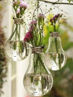 DIY light bulb planters and other great eco-friendly wedding décor… Easy Diy Crafts, Cute Crafts, Creative Crafts, Crafts To Do, Bar Deco, Grand Vase En Verre, Diy Simple, Deco Floral, Adult Crafts