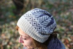 Timberland is worked in the round with stranded colourwork technique. It knits up very quickly in 2 colours, a perfect project for the beginners. Knitting Stitches, Hand Knitting, Knitting Patterns, Hat Patterns, How To Start Knitting, Knit Picks, Yarn Projects, Ear Warmers, 2 Colours