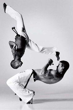 """""""Capoeira ela é completa, pois é preciso cantar, tocar, dançar, lutar, estudar o contexto histórico, ensinar e sorrir com humildade"""""""