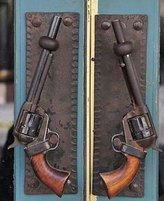 Going all cowboy on ya' Guns.as door handles ~ I like this for an outside door for a barn Door Knobs And Knockers, Knobs And Handles, Door Handles, Door Pulls, Home On The Range, Western Homes, Unique Doors, Le Far West, Western Decor