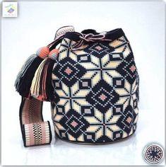 Diy Bags Patterns, Sims 4 Dresses, Crochet Handbags, Tapestry Crochet, Card Tags, Handmade Bags, Beautiful Bags, Bucket Bag, Purses And Bags