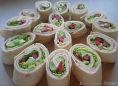 Mini Cupcakes, Fresh Rolls, Sushi, Ethnic Recipes, Food, Draw, To Draw, Meal, Eten