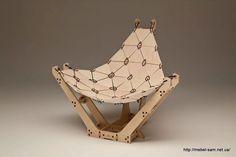 Кресло из фанеры на стяжках для проводов chaiseLounge от Pietro Leoni