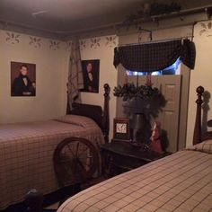 Gayle's home~ Primitive Bedroom, Primitive Furniture, Early American Decorating, Country Farmhouse Decor, Primitive Country, Country Living, Cozy Bedroom, Dream Rooms, Country Sampler
