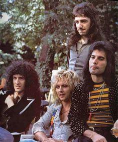 Queen: Freddie Mercury, Brian May, Roger Taylor, John Deacon Brian May, John Deacon, Queen Freddie Mercury, Queen Band, I Am A Queen, Save The Queen, Queen Ii, Hard Rock, Freddie Mecury