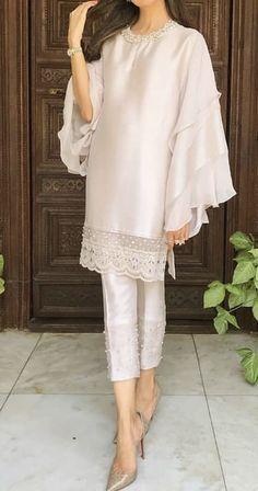 Pakistani Fashion Party Wear, Pakistani Dresses Casual, Pakistani Dress Design, Casual Dresses, Fashion Dresses, Girl Fashion, Stylish Dresses For Girls, Stylish Dress Designs, Sleeves Designs For Dresses