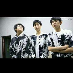 Nhóm TFBOYS up weibo  《3 trẻ nhà chúng ta đã tụ họp lại》❤