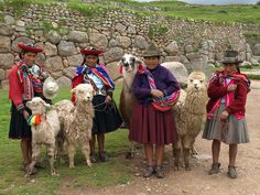 Local women, Sacsayhuaman, Cusco