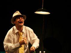 """O espetáculo """"Noel Rosa, o Poeta da Vila e Seus Amores"""" é apresentado em Cidade Tiradentes, na Lapa e na Penha durante o mês de agosto. A entrada é Catraca Livre."""