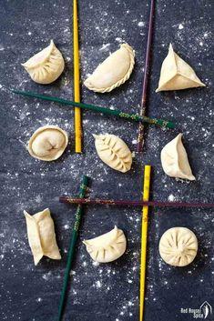 Ten ways to fold dumplings (Ultimate Dumpling Guide part – Red House Spice An easy-to-fellow video tutorial on dumpling folding methods. 10 patterns covering all levels of skill. Extra tips to make your attempts to fold dumplings fail-proof. Dumpling Sauce, Dumpling Wrappers, Dumpling Recipe, Dim Sum, Homemade Dumplings, How To Make Dumplings, Chinese Dumplings, Steamed Dumplings, Steamed Pork Buns