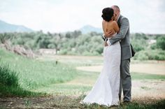 A fun and stress free backyard wedding in Boulder (image by Yellow Feather Photography).