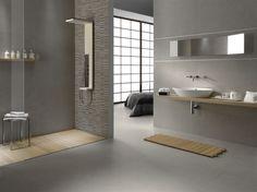 Arredi chiari in bagno e pavimento grigio