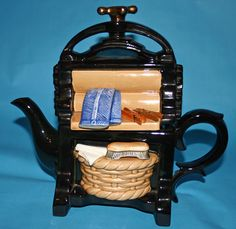 Washing Mangle Teapot