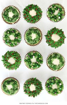 Christmas Wreath Cupcakes - festive holiday cupcakes with piped buttercream wreaths in three different designs. Christmas Cupcakes Decoration, Holiday Cupcakes, Christmas Desserts, Holiday Treats, Cupcake Decorations, Christmas Foods, Cupcake Ideas, Cookie Ideas, Christmas Recipes