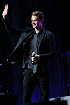 hayden christensen star wars celebration 2017 << He's older but he's still such an attractive Anakin. And I love his smile, I love when he looks so happy. Celebration Orlando, Star Wars Celebration, Celebration 2017, Hugh Jackman, Hayden Christensen Shirtless, Hot Actors, Actors & Actresses, Anakin And Padme, Star Wars Watch