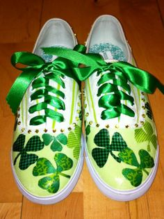 St. Patrick's Day Shoes made with folkart paint from Plaid Enterprises #PlaidCrafts #crafts