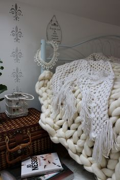 sypialnia, koc, bedroom, koc z wełny merynosa