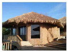 "Modern ""Bahay Kubo"" or Filipino Native Style House I like the window Modern Tropical House, Tropical House Design, Tropical Houses, Tropical Garden, Bahay Kubo Design Philippines, Rio Grande, Simple Plan, Asian Interior Design, Asian Design"