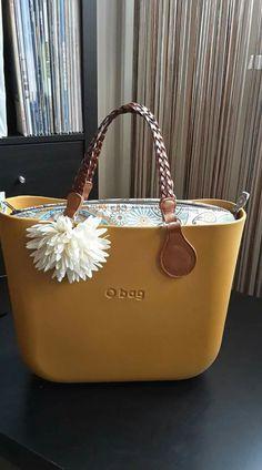 O Bag Mini, Modern Outfits, Hobo Bag, Beautiful Hands, Handbag Accessories, Michael Kors Jet Set, Fashion Bags, Leather Bag, Purses And Bags
