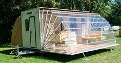 D'extérieur cela a la taille d'une caravane lambda, une fois sur place elle peut s'agrandir et déploie même avec grâce une petite terrasse.