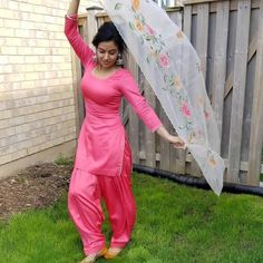 Punjabi Girls, Punjabi Dress, Punjabi Suits, Patiala Salwar, Shalwar Kameez, Bollywood Outfits, Bollywood Dress, Bollywood Fashion, Stylish Dress Designs