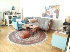 Wohnzimmer Inspiration Mit Retro Sitzecke, Schönem Orient Teppich Und  Ausgefallenem Couchtisch. #