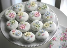 Pretty Cupcakes from a lovely blog by a lady in Portugal