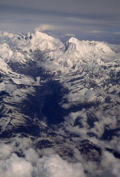 ✮ An aerial view of Mount Everest massif and Makalu, above the Barun River