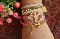 pulseiras: 3 voltas, peace e in love.