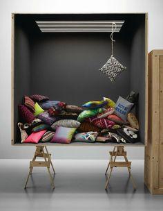 Bo Concept 2014 En la vidriera, sin el fdo. o puertas de vidrio....estantes...y otros.