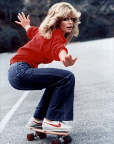 Farrah Fawcett (in denim flares and Nike classics on a skateboard) 70s Inspired Fashion, 70s Fashion, Denim Fashion, Womens Fashion, Fashion Trends, Seventies Fashion, Fashion Vintage, Fashion Shoes, 1970s Hippie Fashion