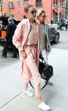 Street style look esportivo comfy rosa.