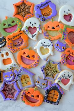 Shared by Lauren. Find images and videos about food, sweet and cats on We Heart It - the app to get lost in what you love. Quick Halloween Crafts, Pink Halloween, Halloween Goodies, Halloween Treats, Halloween Makeup, Halloween Biscuits, Halloween Sugar Cookies, Galletas Cookies, Cute Cookies